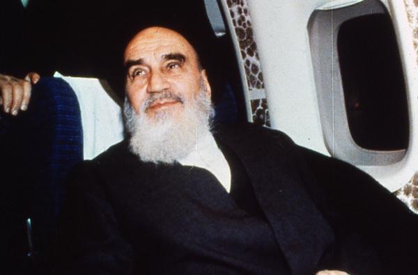 Quels sont les deux points importants et déterminants dans le discours de l'imam Khomeini quand il quittait l'Irak pour la France?
