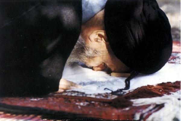 Quel était le récit de l'imam Khomeini dans la dernière prosternation de sa prière ?