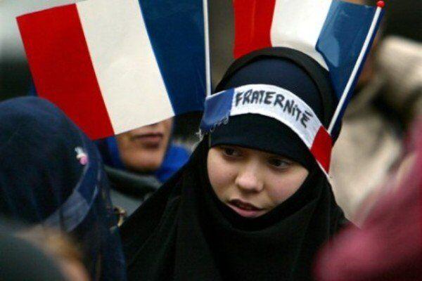 Marine Le Pen souhaite l`interdiction du hijab dans l`espace public