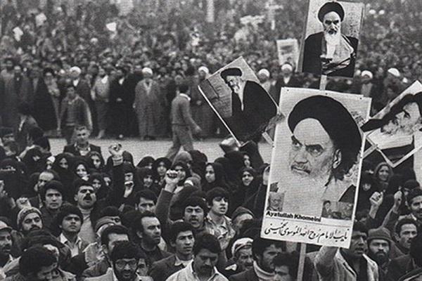 Le Message de l'imam Khomeini à l'occasion du troisième anniversaire de la tragédie du 17 sharivar (08 septembre) :