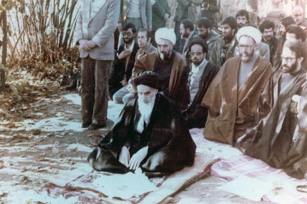 La présence constante de l'imam Khomeini dans les prières en assemblée