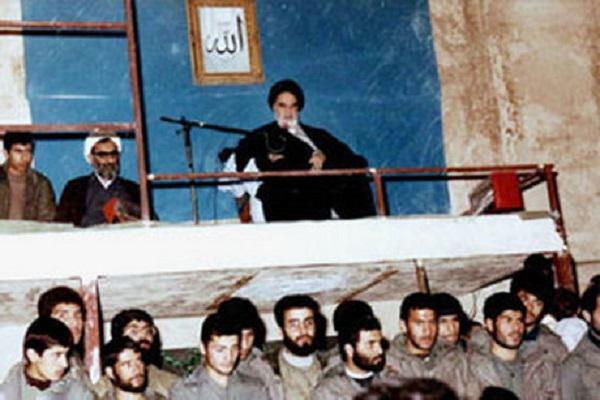 Quelles sont les principales tâches des étudiants pour la préservation de la République islamique d`Iran de point de vue de l`Imam Khomeiny?