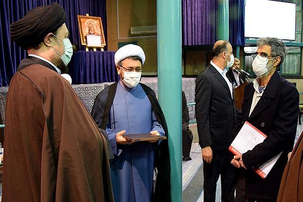 Cérémonie de présentation du nouveau directeur de l'institut pour la compilation et la publication des œuvres de l'imam Khomeini (paix à son âme).