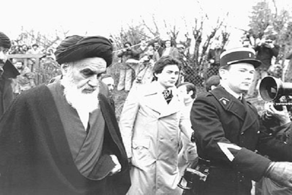 Le gouvernement français intervenait-il dans les affaires ou n'assurait-il que la sécurité du lieu de résidence de l'imam Khomeini?