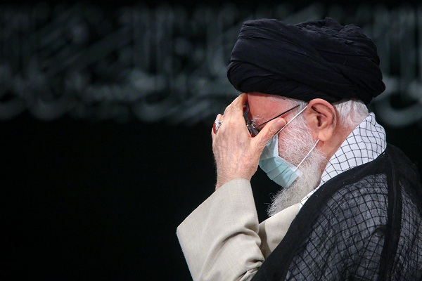 L'Ayatollah Khamenei a assisté à la cérémonie de deuil du Saint Prophète (SAWA) et celui du martyre de l'Imam Hassan (as)