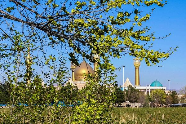 Printemps dans le sanctuaire sacré de l`Imam Khomeini