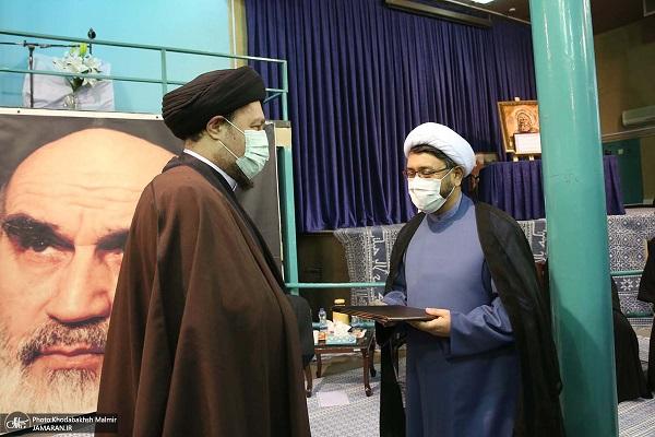 Le nouveau directeur de l'institut pour la compilation et la publication des œuvres de l'Imam Khomeini (paix à son âme).