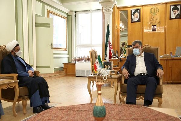 Rencontre du chef de l`Institut pour la compilation et la publication des œuvres de l`Imam Khomeini (PSL) avec le président du Khorasan Razavi