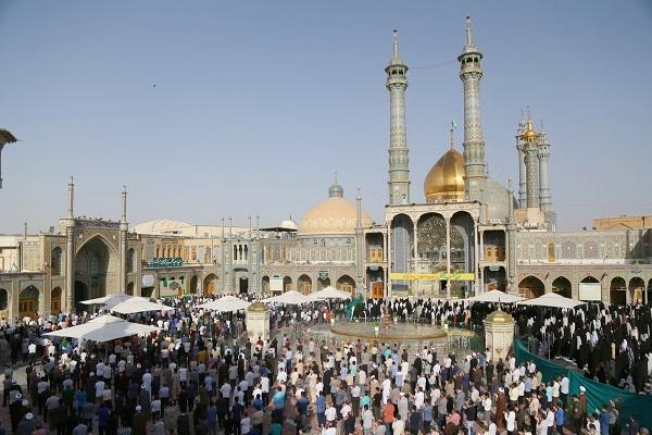 Prière de l`Aïd al-Fitr dans le sanctuaire de Hazrat Fatemeh Masoumeh