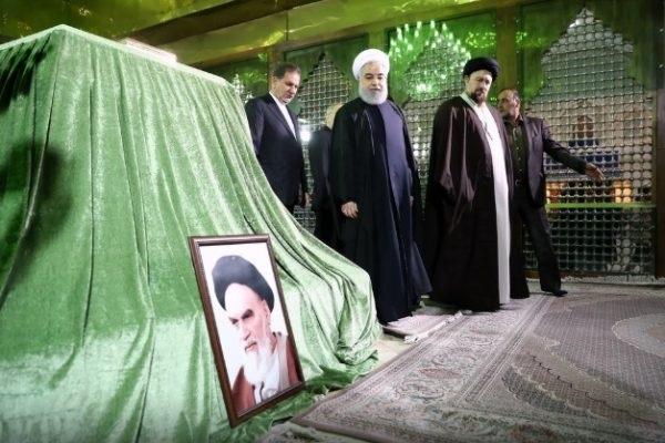 Rohani au mausolée de l`Imam Khomeiny: Nous suivrons le chemin du fondateur de la République islamique