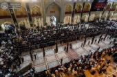 drapeaux de deuil au-dessus des saints mausolées en Irak