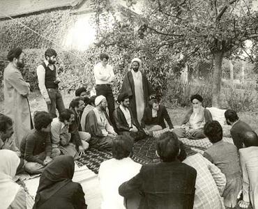 جلاوطنی کے حقائق امام خمینی(رح) کی زبانی(۲) / انقلاب اور حکومت کی مدد کیلئے قوم وملت سے مدد کامطالبہ