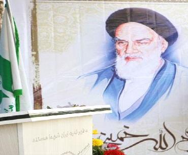 جوان طبقہ، قوموں کو بیدار کرے گا: امام خمینی(رہ)