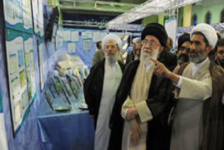 امام مہدی(عج) کی ولادت کے موقع پر رہبر معظم نے دارالحدیث ادارے کی نمائشگاہ کا قریب سے مشاہدہ کیا