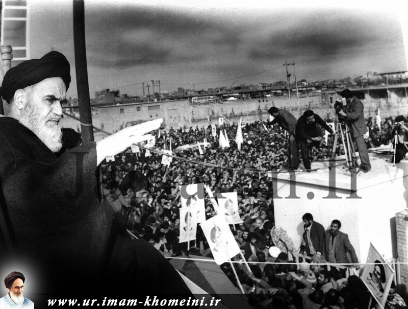انقلاب کی کامیابی کے بعد، امام خمینی(رح) عوام کے والہانہ استقبال میں، معصومہ قم پہنچ گئے