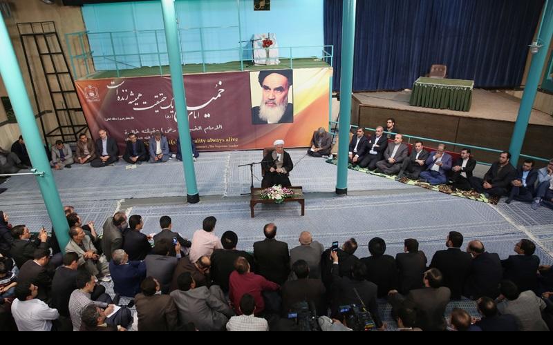 حسینیہ جماران میں اعتدال وتوسعہ پارٹی کے اراکین کی آیت اللہ ہاشمی رفسنجانی سے ملاقات