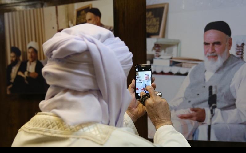 جماران / سپین علمائے کرام کے ایک گروپ نے امام خمینی(رح) کے گھر کا دورہ کیا