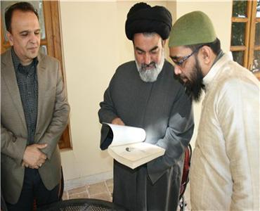 دنیا والے ایران کو امام خمینی (رہ) کے نام سے جانتے ہیں