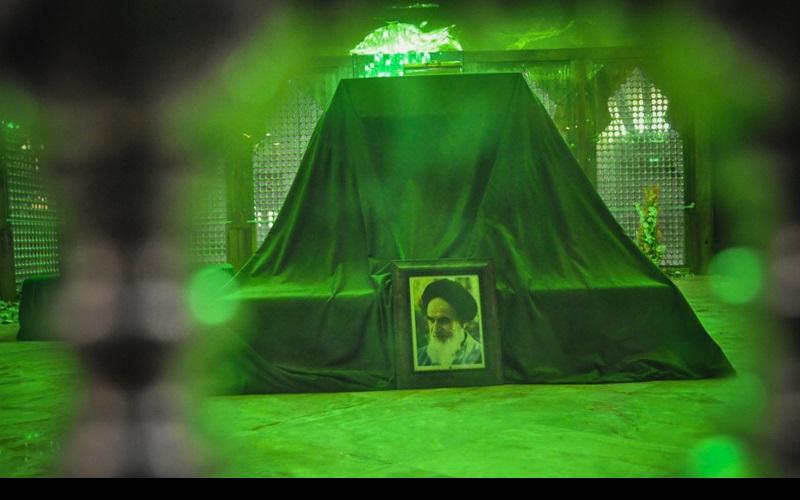 امام خمینی(رح) کے حرم میں زیارت عاشورا خوانی