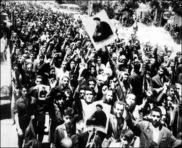 ہڑتالیں اور احتجاجی مظاہروں کو جاری رکهنا چاہئے:  امام خمینی