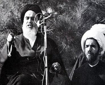 سڑکوں پر حاضر رہیں اور فاسد کی جڑ، بن سے اکهاڑ پهینکیں: امام خمینی(رح)