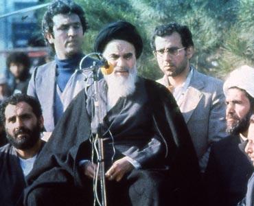 غیر ذمہ دار افراد، حکومتی امور میں مداخلت نہ کریں: امام خمینی(رح)