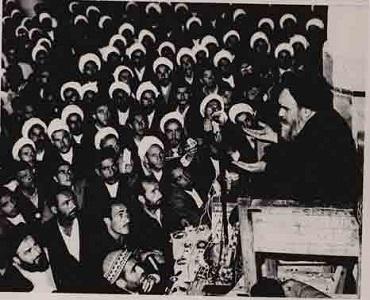 امام خمینی: خداوند کی اطاعت کرو ۔ قرآن اور آئین کی خلاف ورزی نہ کرو