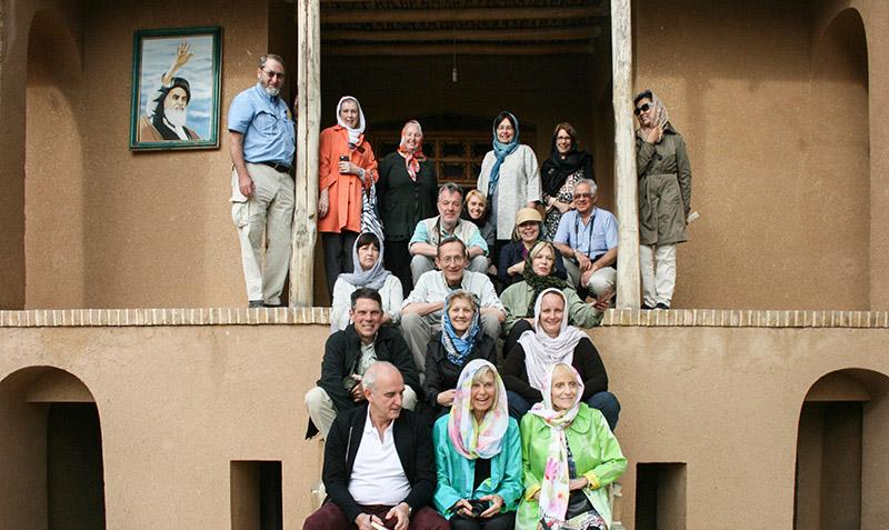 امریکی سیاحوں نے خمین میں امام خمینی(ره) کے تاریخی گھر کا دوره کیا