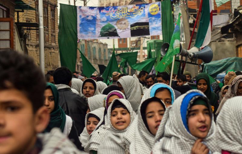سرینگر میں میلاد النبی(ص) کے موقع پر شیعوں اور سنیوں کا مشترکہ جشن