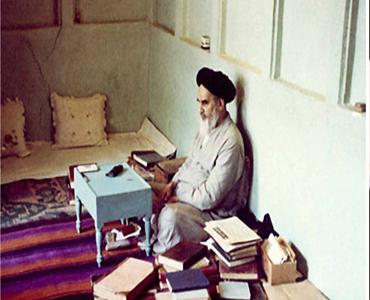 امام خمینی(ره) کی کتابوں میں دین و سیاست کے باہمی ربط کے نظرئیے کے احیاء پر ایک نظر