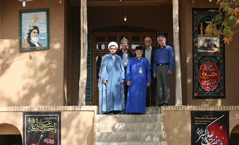 خمین میں تهران کے ارمنی آرچ بشپ نے امام خمینی(ره) کے گھر کا دورہ کیا