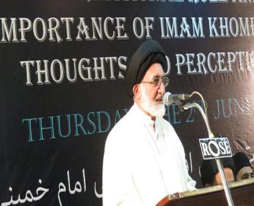 سادگی امام خمینی (رہ) کی بہترین صفات میں سے ایک صفت تھی