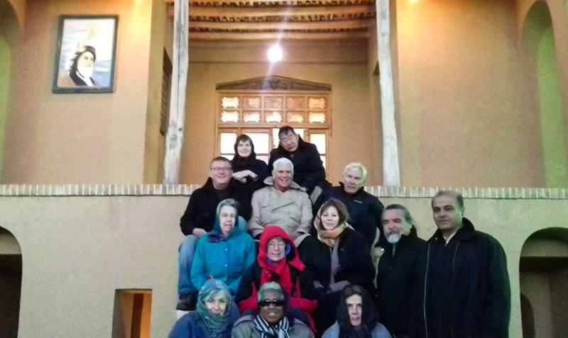 خمین میں امریکی سیاحوں نے امام خمینی (ره) کے تاریخی گھر کا دورہ کیا