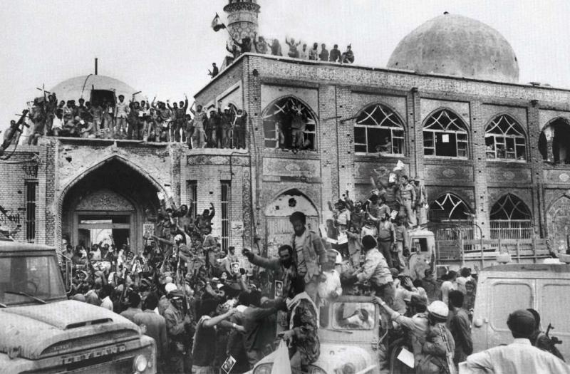 خدا نے خرم شہر کو (صدامیوں کے چنگل سے) آزاد کیا (1982)
