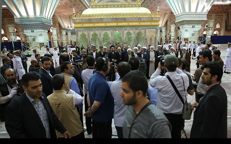 حرم امام خمینی(رح) میں عدلیہ کے عہدیداروں کی آمد اور امام کے ساتھ، تجدید عہد
