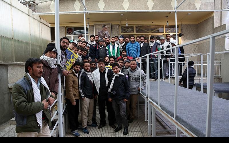 ہندی، پاکستانی زائرین کی حسینیہ جماران میں حاضری