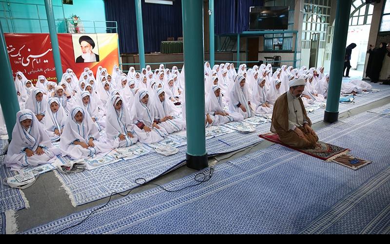 """حسینیہ جماران میں """"جشن عبادت [تکلیف]"""" کی تقریب"""