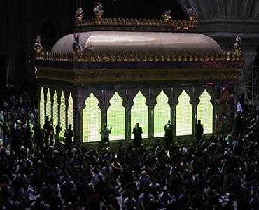 بانی اسلامی جمہوریہ ایران کے مقدس مزار میں لیالی قدر