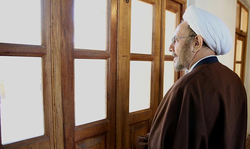 صدر کے خصوصی معاون، نسلی اور مذہبی اقلیتوں کے امور میں امام خمینی(ره) کے گھر کے دورے پر