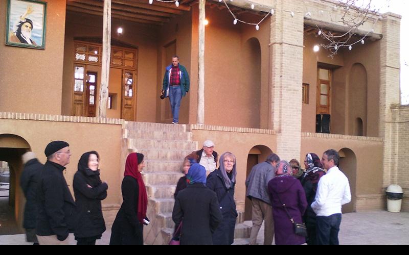 خمین میں امریکی سیاحوں، امام خمینی کی جائے پیدائش کے دورے پر