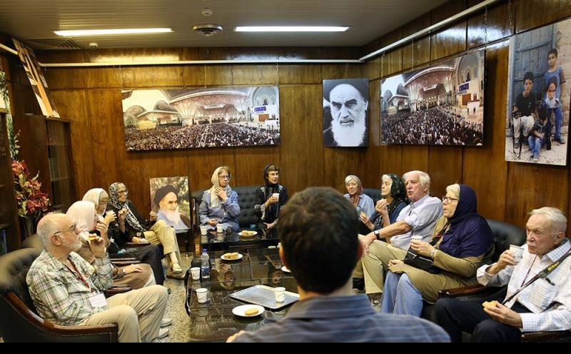امریکی سیاحوں کے ایک گروہ جماران، نگارستان اور بیت امام خمینی کے دورے پر /۲۰۱۷ء