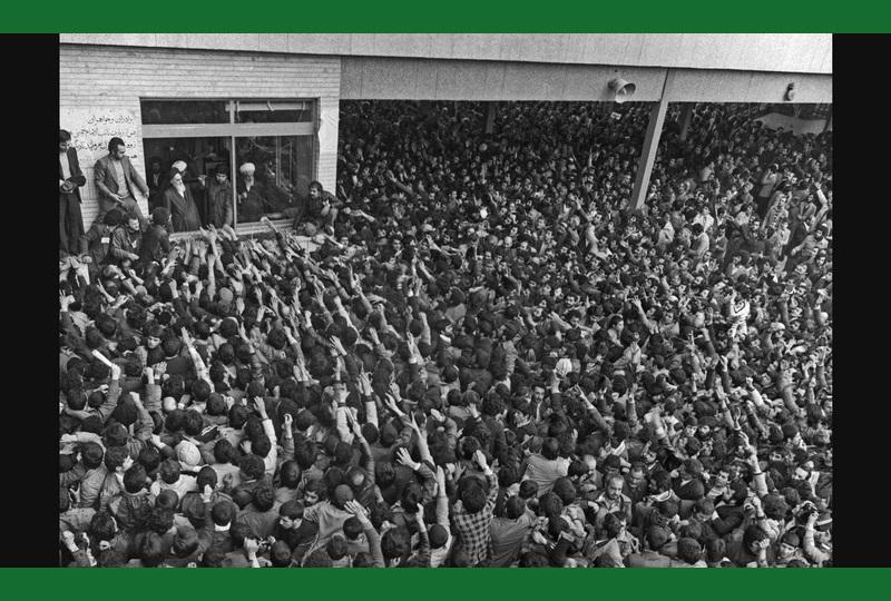 امام خمینی کے دلدادگان اور شائقین زیارت، تہران مدرسہ علوی میں ۱۴بہمن۵۷ /۲۰۱۷ء