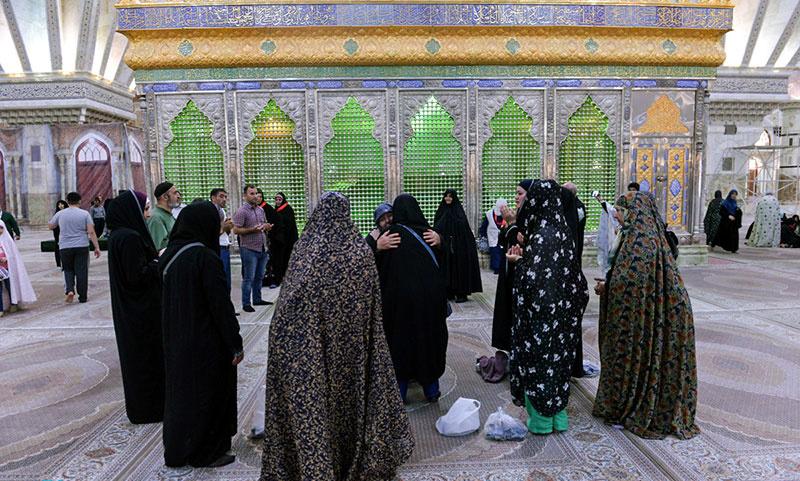 حرم امام خمینی (ره) میں آذربائیجان سے تعلق رکھنی والی کاروان کی حاضری