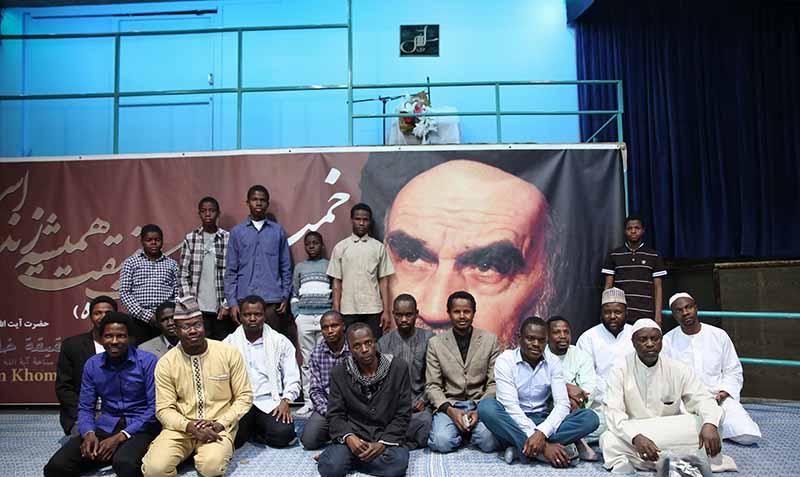 جماران، نائجیریا کے شیعوں کے ایک گروپ نے امام خمینی (ره) کے گھر کے دورے پر