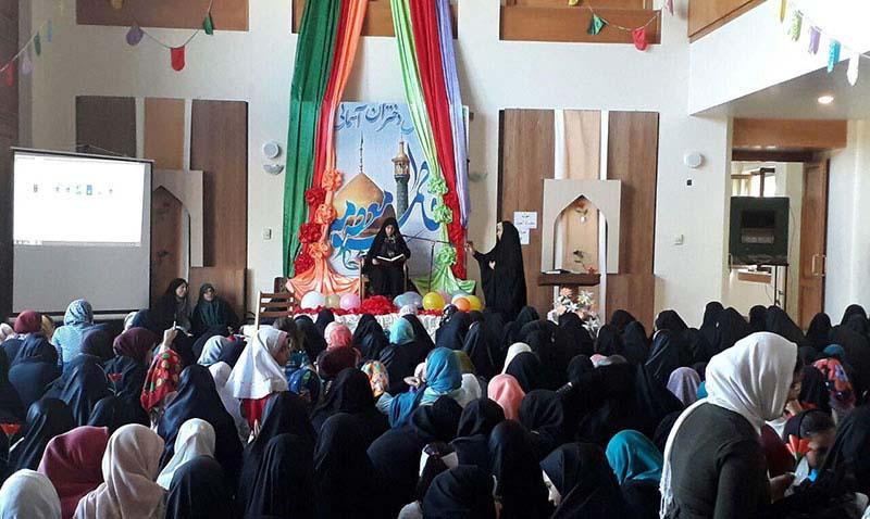 خمین میں امام خمینی(رح) کے تاریخی گھر میں لڑکی ڈے کی تقریب