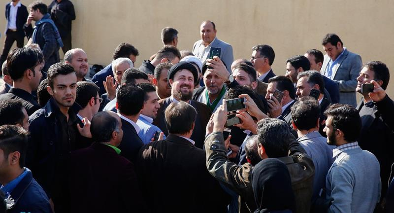 سوشل نیٹ ورک کے سرگرم صارفین کی یادگار امام سے ملاقات