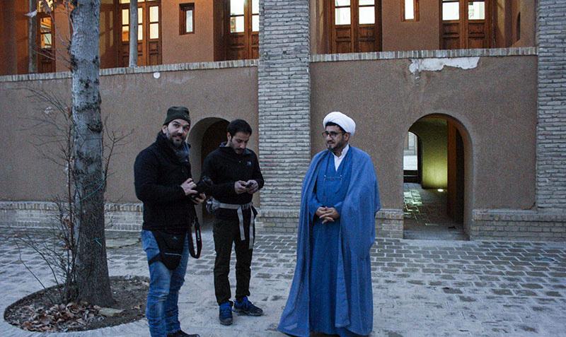 خمین میں اطالوی سیاح کا امام خمینی(ره) کے گھر اور جائے پیدائش کا دوره