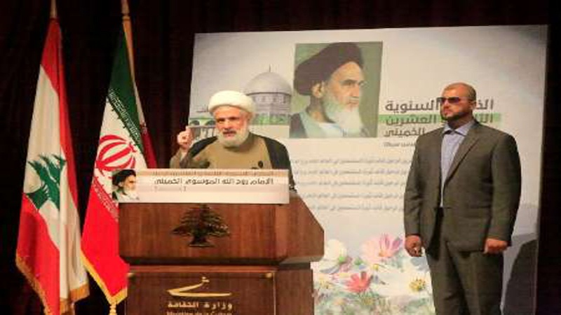 امام خمینی نے عزت سے جینے کا درس دیا