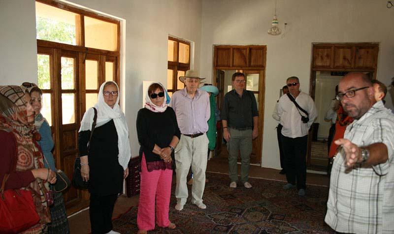 خمین میں، جرمن سیاحوں کا امام خمینی (ره) کے گھر اور جائے پیدائش کا دورہ