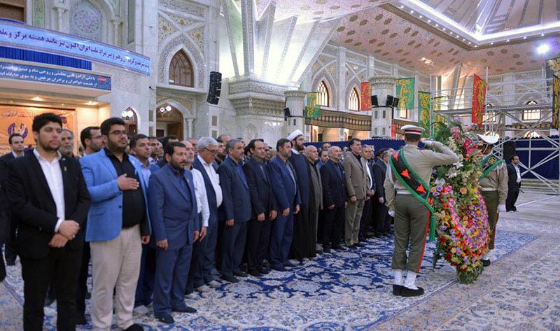 حرم امام خمینی (رح) میں اپلائیڈ سائنسز یونیورسٹی کے ڈائریکٹرز اور ملازمین کی حاضری اور تجدید عہد